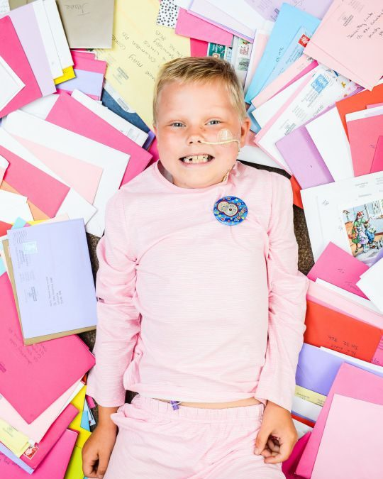 Girl who lost her leg to leukaemia gets thousands of birthday cards from strangers